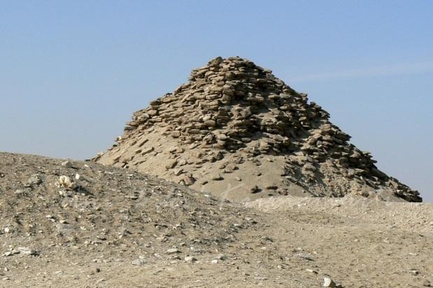 saqqara-pyramid-of-userkaf