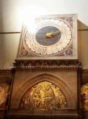 omanaplhabet-huge-clock