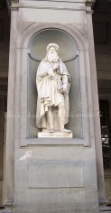 Leonardo da Vinci (statue outside the Uffizi gallery)