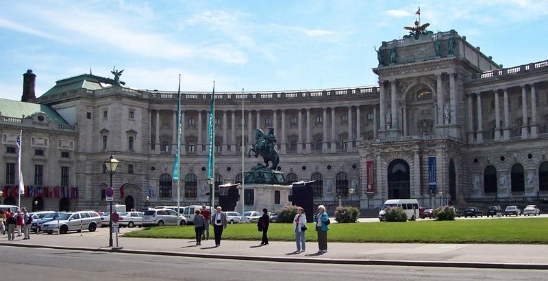 Heldenplatz (heroes's square) & hofburg (imperial palace)