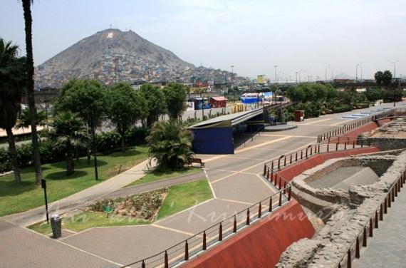 parque de la murrala-Remains of the walls in the Lima City Walls.