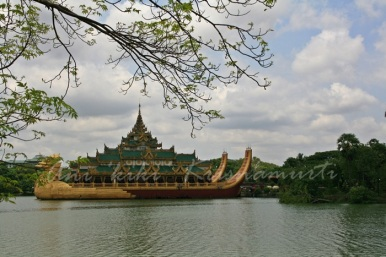 Karaweik Palace and kandagwi lake