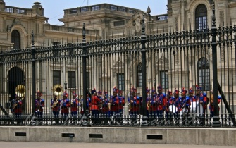 changing of d guard-Palacio de gobierno