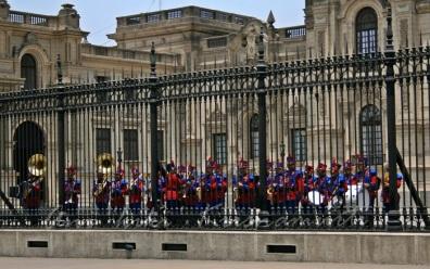 changing of d guard-Palacio de gobierno