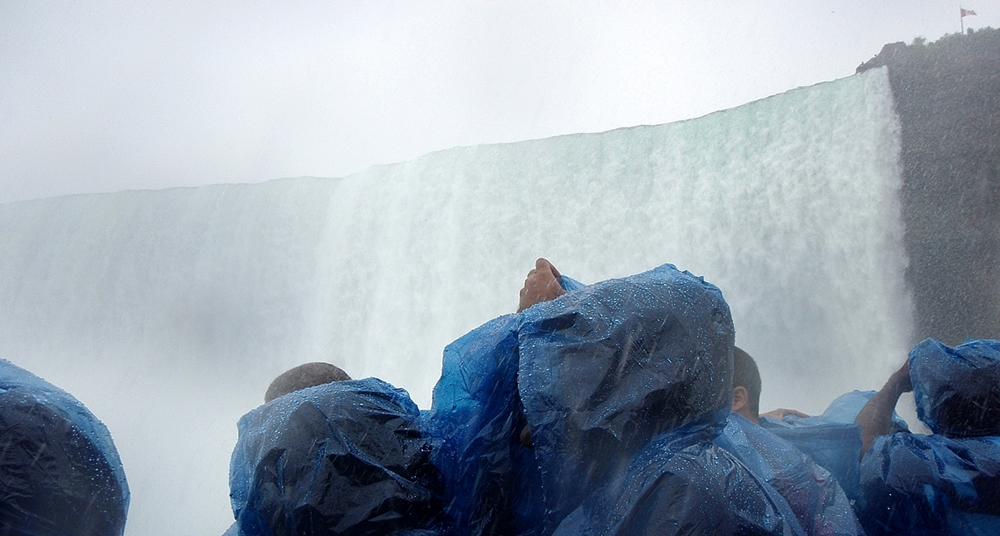 bbrrbrr-- horseshoe falls from boat