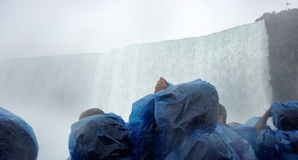 bbrrbrr-- horseshoe falls from boat