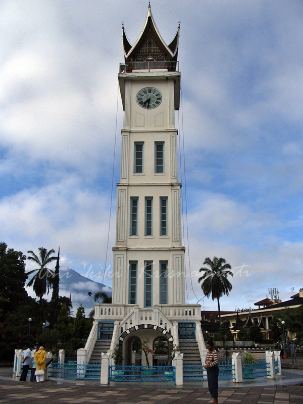 clock tower-jam gadang