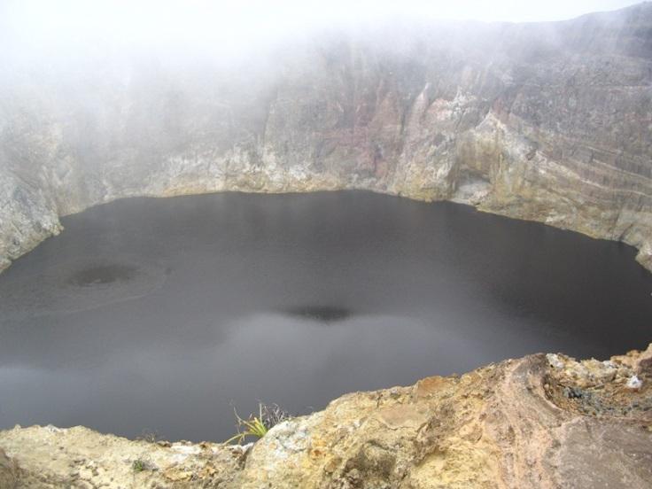 KELIMUTU-black lake-Tiwu Ata Polo (Bewitched or Enchanted Lake)
