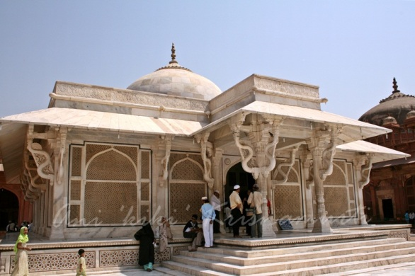 tomb of shaikh salim christi.