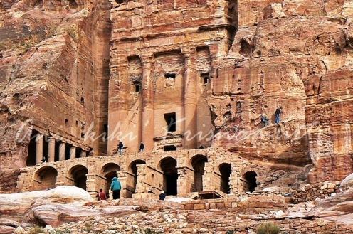 urn tomb