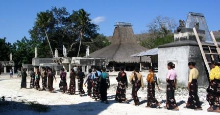 Sumba-burial2-2