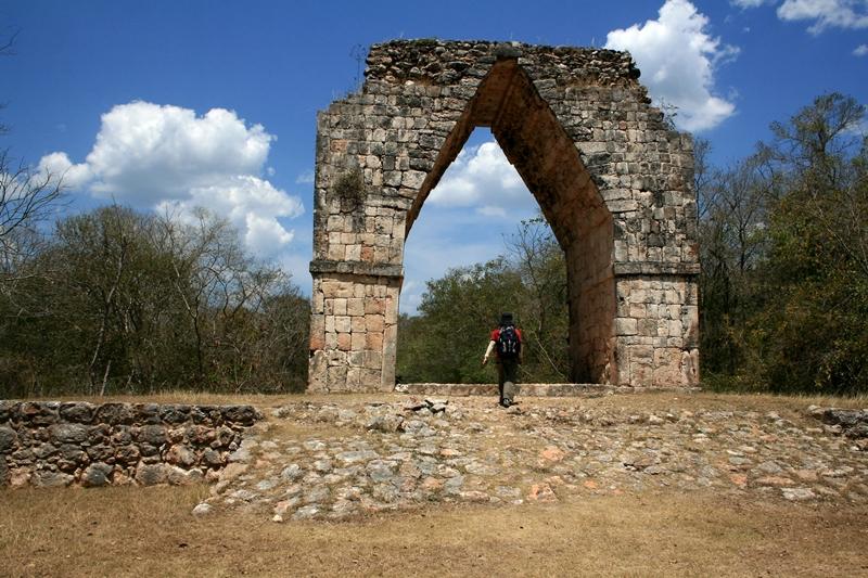 43 monumental arch