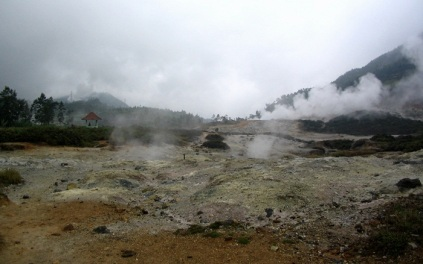sikidang crater