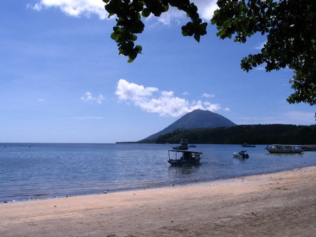 gunung tua seen from bunaken