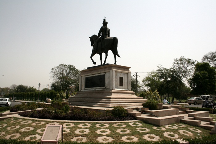 Statue of Sawai Man Singh II, Ramniwas Garden