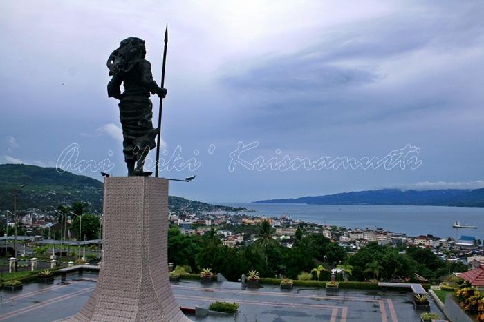 17.MC Tiahahu Statue