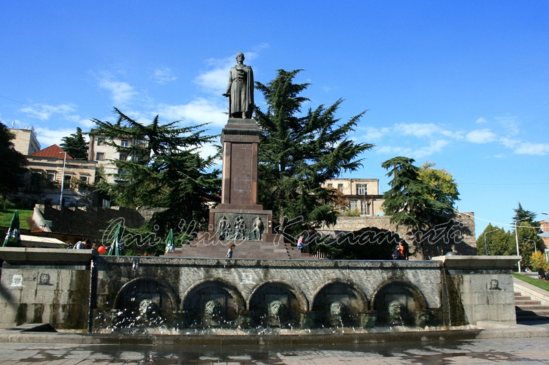rustavelis moedani (rustaveli square)
