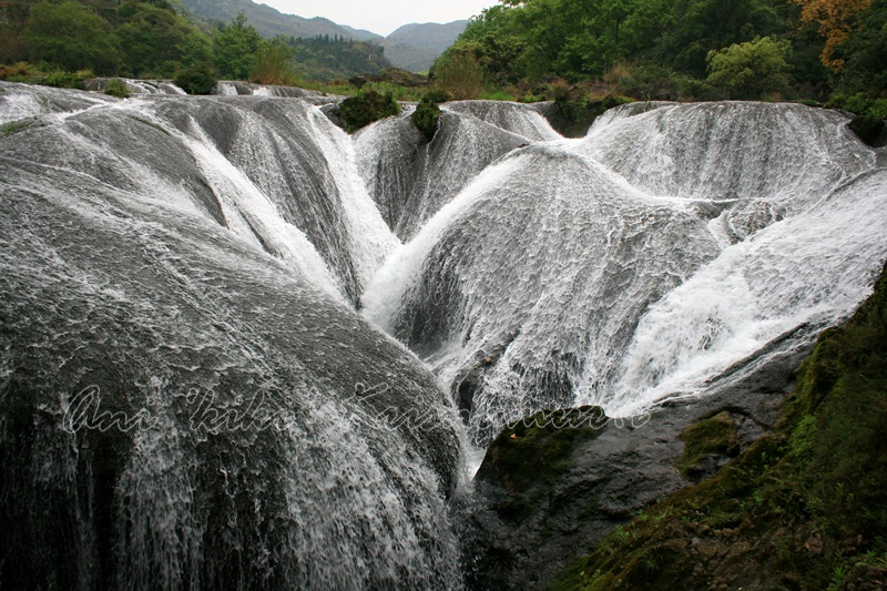 Yinlianzhuitan Waterfall