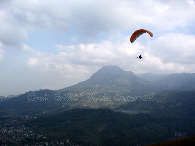 batu,paragliding