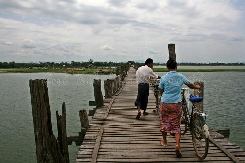 u bein bridge,amarapura,myanmar