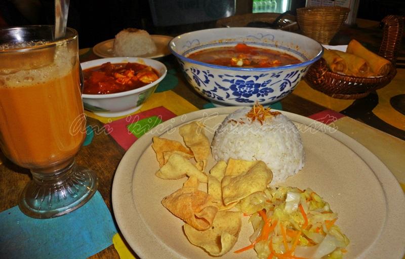 malay dinner set, melacca, malaysia