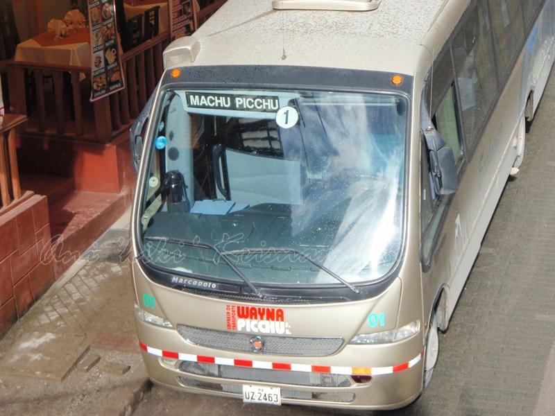 bus from agua calientes to macchu pichu, peru