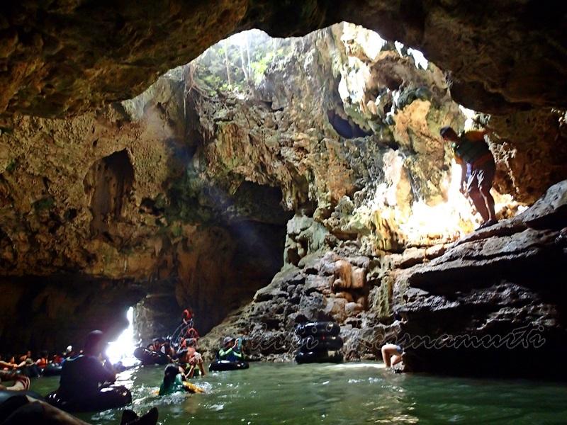 cave tubing - pindul