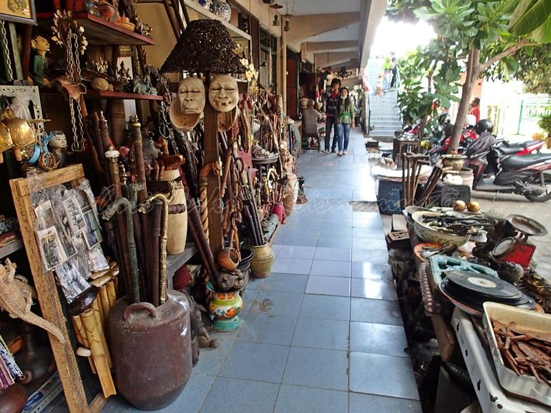 triwindu antiques market