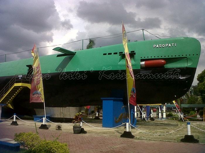 the submarine monument